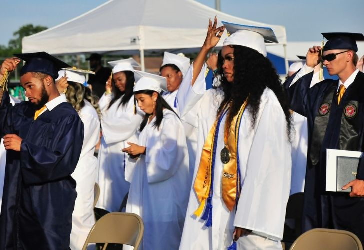 Seaford High class of 2021 is offered words of encouragement during commencement